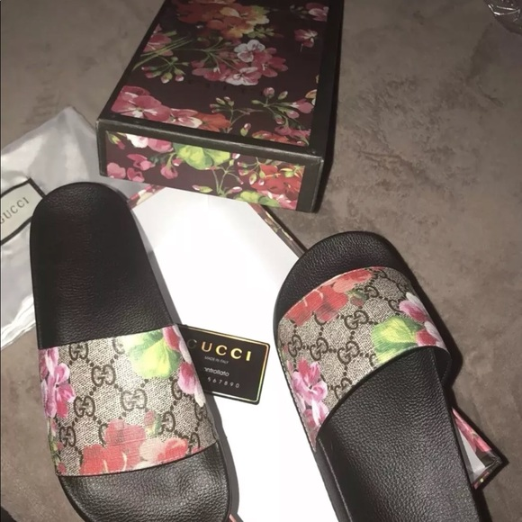 1a50efcd04c Gucci Bloom Slides
